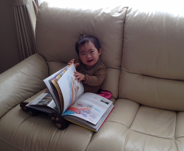 down-syndrome-child-reading-independently